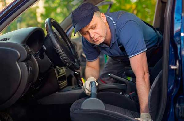 Come pulire gli interni dell'auto perfettamente